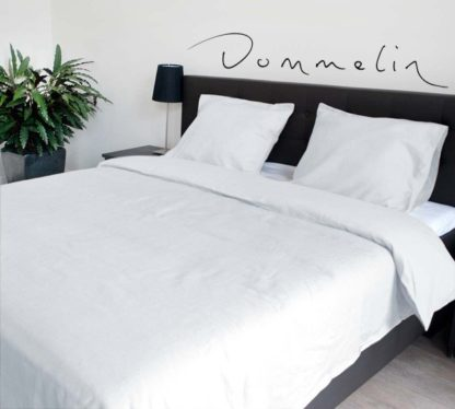 Opgemaakt bed met Dommelin overtrek