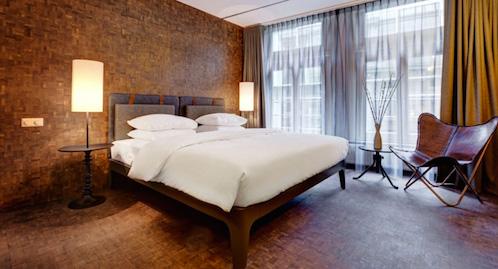 Bed in hotelkamer